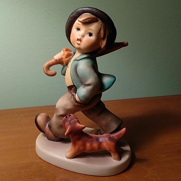 """Hummel """"Strolling Along"""" figurine Goebel collectible"""